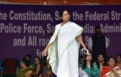 Saradha chit fund case : Threat to Mamata Banerjee government before LS polls?