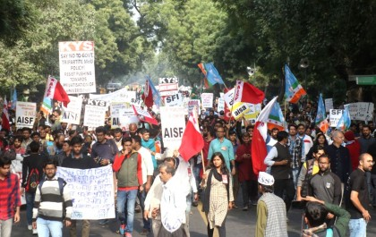 JNU panel recommends rollback of fee.